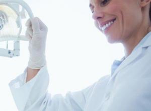 dentista especialista em extração de dente